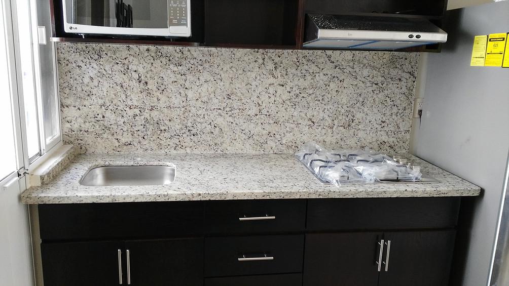 Alpe lo mejor en m rmol y granito for Granito blanco para cocina